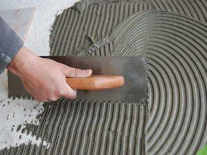 O traço de argamassa deve ser aplicado antes do revestimento