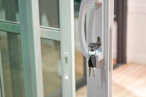 tipos de portas de alumínio