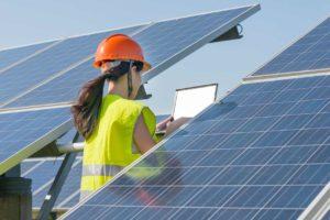 mulher praticado sustentabilidade na obra