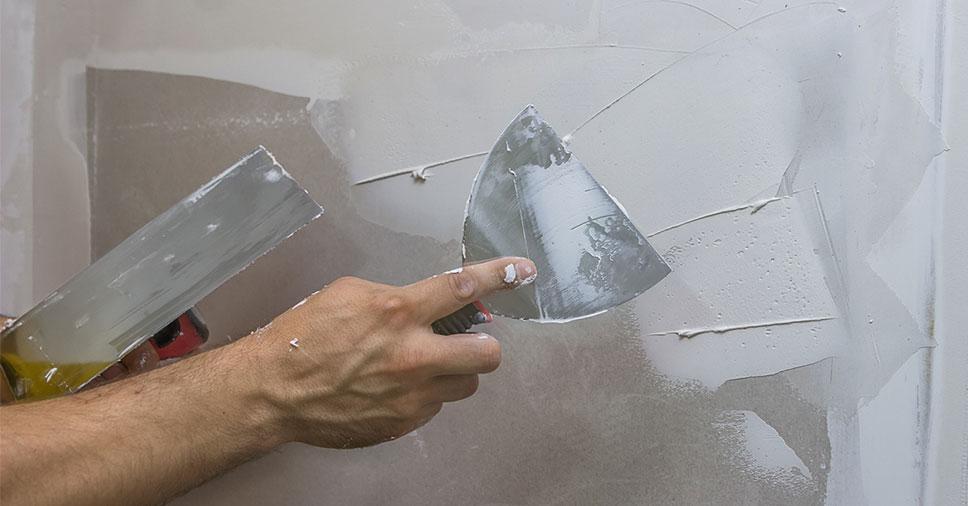 Aprenda a renovar paredes rachadas e estufadas sem esforço!