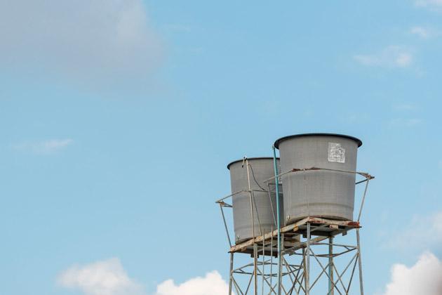 Duas caixas d'água evitam a falta d'água no inverno