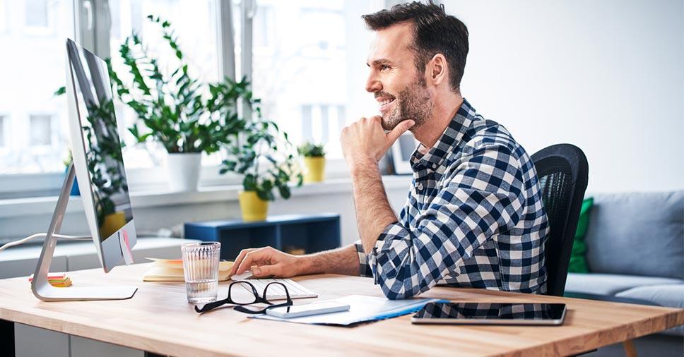Home office pequeno: revitalize seu cantinho mesmo com pouco espaço