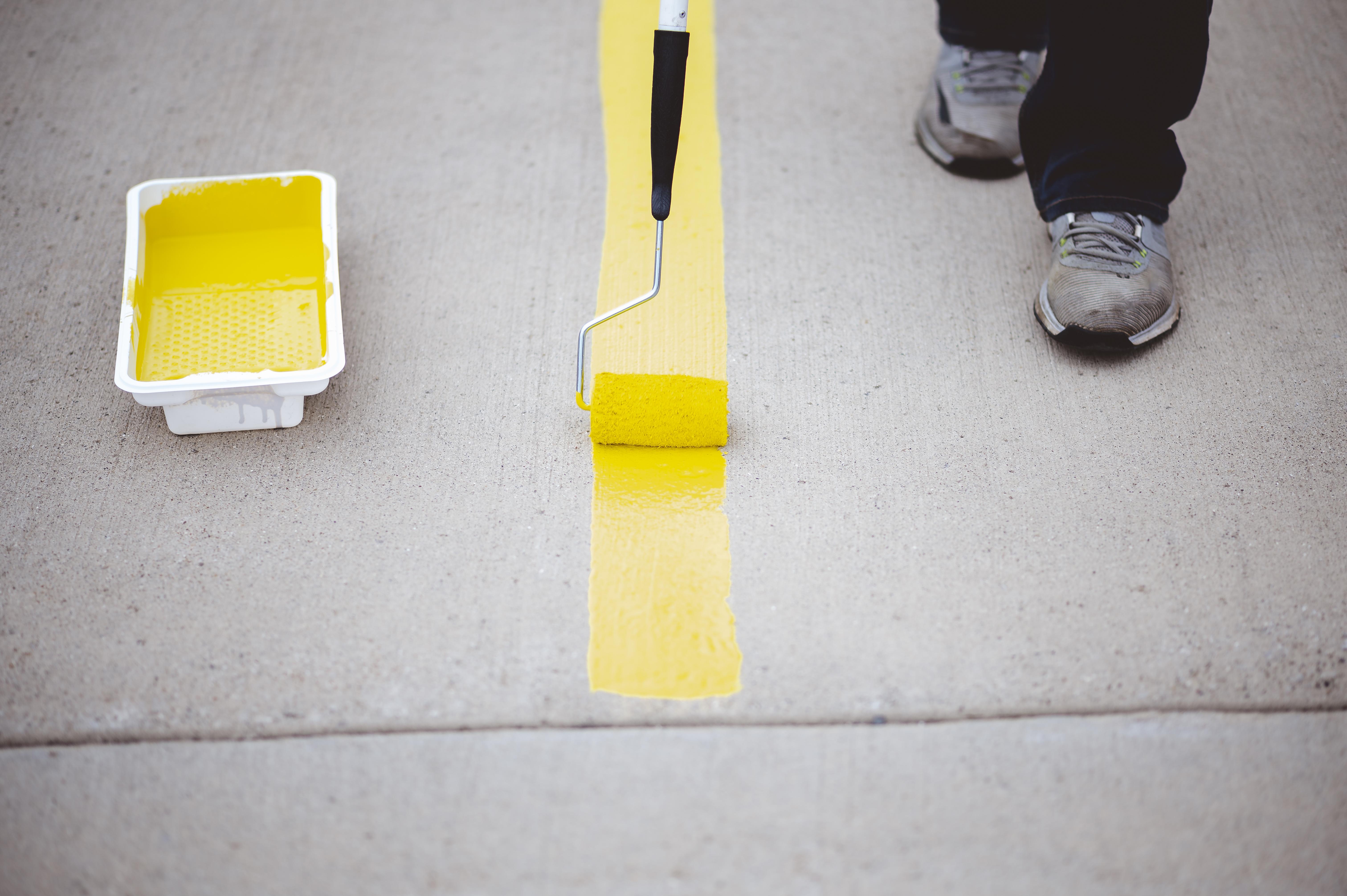 Faça você mesmo: pintura de pisos ou revestimentos é uma boa e prática solução para renovar o chão ou as paredes da casa